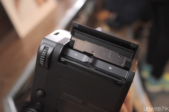 NOV17-Vertu+Leica128